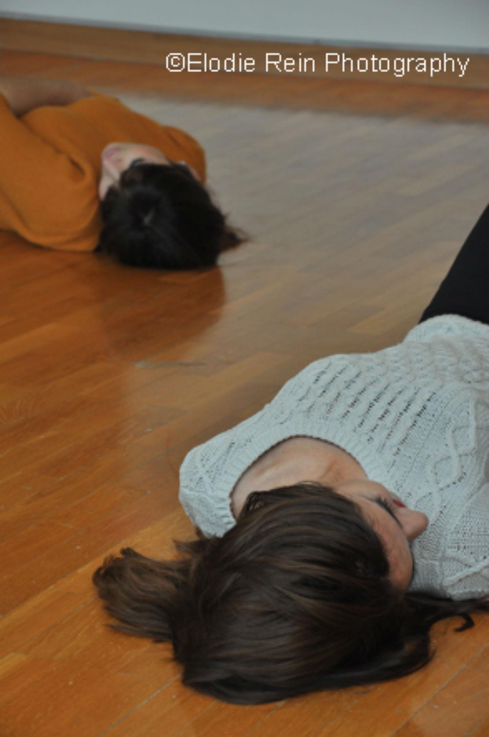 @DanceDates2-studentsinmuseum-byElodieRein ready